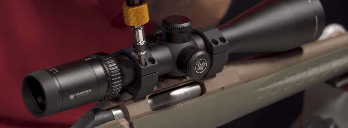 tighting scope rings with torque wrench to secure rifle scope
