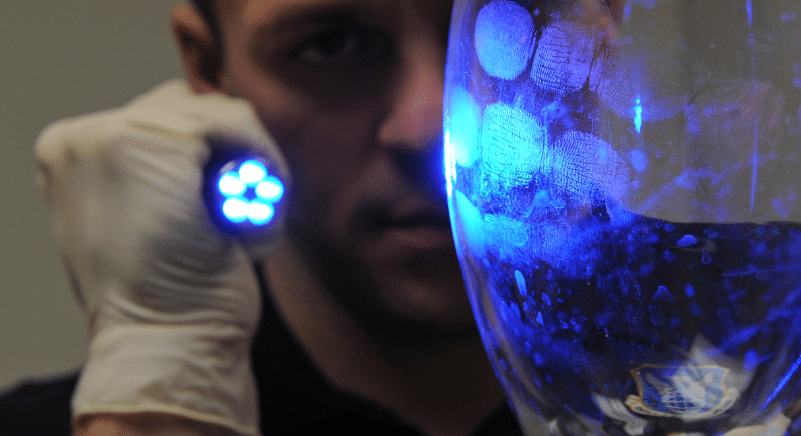 uv light exposes fingerprints