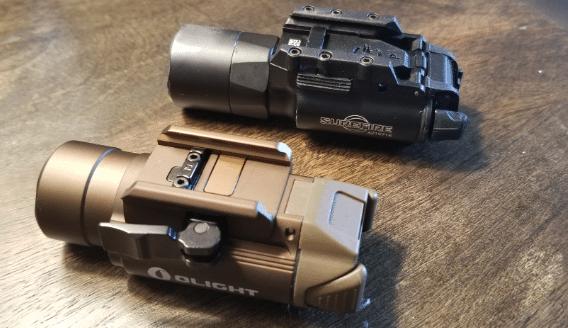 Olight-PL-pro-vs-surefire-x300u
