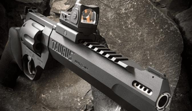Trijicon-RMR-on-taurus-raging-hunter-44-magnum