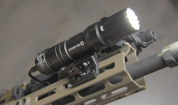 olight-odin-mini-offset-MLOK-mount-on-SCAR-17