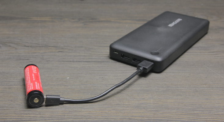 charging surefire 18650 battery with usb battery bank