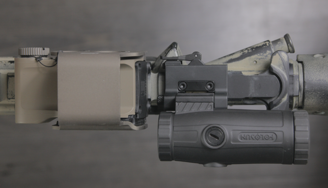 eotech exps3 with holosun hm3x tucked to the left